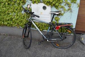 Cyklista skončil v nemocnici.