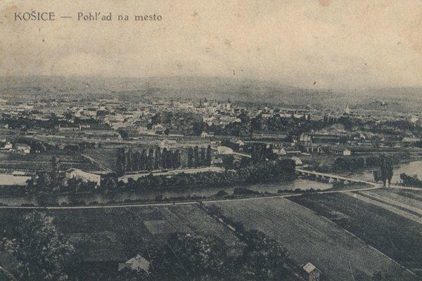 Pohľad na Košice a rieku Hornád od východu.