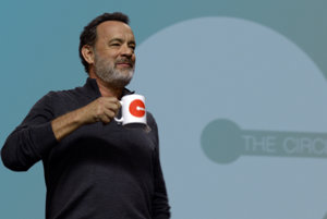 Tom Hanks vo filme The Circle.