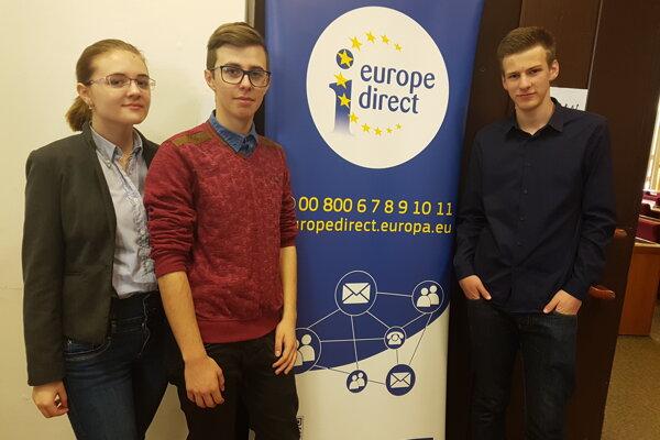 OA DMJ Čadca reprezentovali 3 študenti.