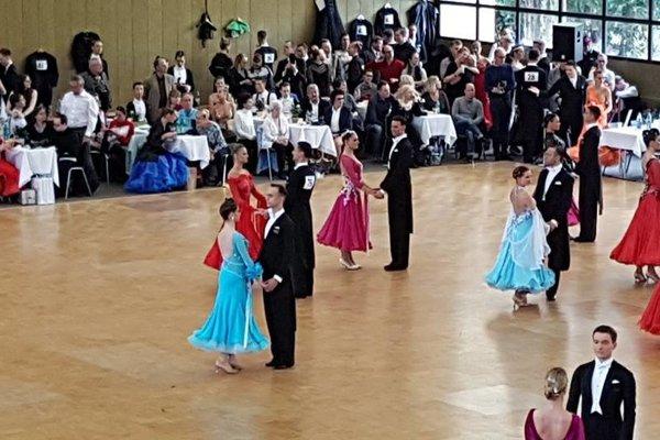 Tanečníci počas súťaže.