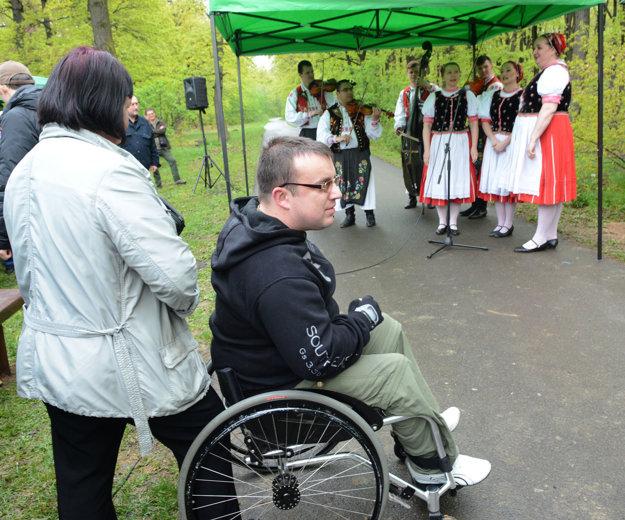 Hudobné číslo. Počas akcie si mohli návštevníci lesoparku vypočuť ľudové pesničky.