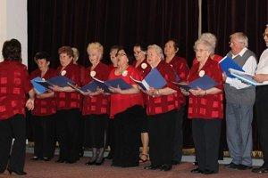Seniori ukázali, že vedia dobre spievať.