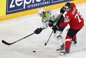 Slovinský hokejový reprezentant Žiga Jeglič dostal dvojzápasový trest za kopnutie súpera v stretnutí so Švajčiarskom.