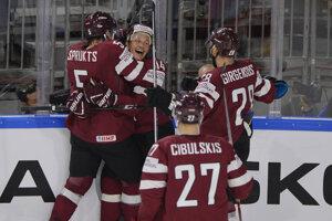 Hokejisti Lotyšska sú po dvoch zápasoch na čele skupiny.