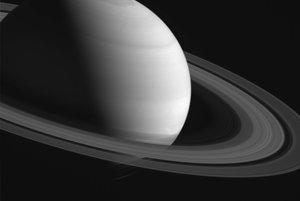 Saturn a jeho prstence.