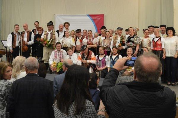 V rámci programu sa predstavili aj známe folklórne skupiny či sólisti.