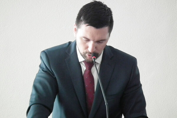 Richard Takáč sa pred kolegami obhajoval, že oreklame nevedel.