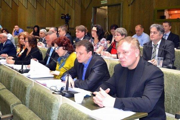 Mestské zastupiteľstvo vzalo správu o zistených nedostatkoch na vedomie.