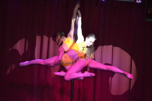 Majsterky sveta v pole dance boli hostkami v premiérovej žMYkárni.