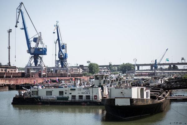 Remorkéry v nákladnom prístave počas Dňa prístavov.
