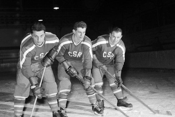 Ján Starší (vľavo), Jozef Golonka a Miroslav Vlach v reprezentácii v roku 1960.