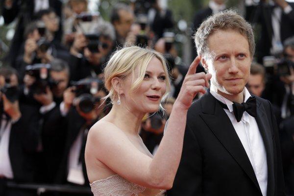 László Nemes a Kirsten Dunst na festivale v Cannes.