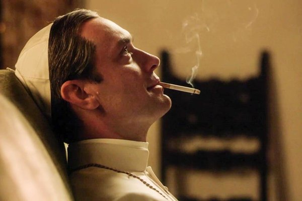 Jude Law v seriáli Mladý pápež.