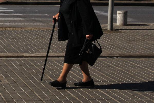 Podvodníci sa orientujú na staršie osoby.