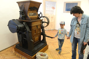 Jednoduchá mlynská valcová stolica z roku 1913 na výstave.