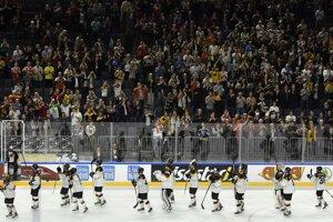 Nemeckí hokejisti sa lúčia s domácimi fanúšikmi. Vo svojom poslednom stretnutí na MS v hokeji 2017 dokázali potrápiť Kanadu.