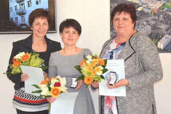 Ocenené martinské sestry (zľava: Marta Kantárová, Ľuba Valková a Elena Venényová).