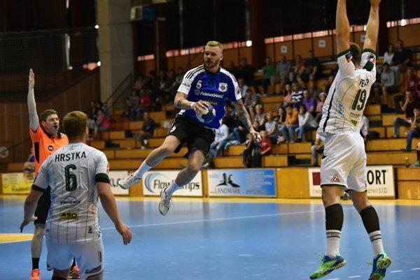 Vo výskoku Šaľan Vladimír Guzy, autor 6 gólov.