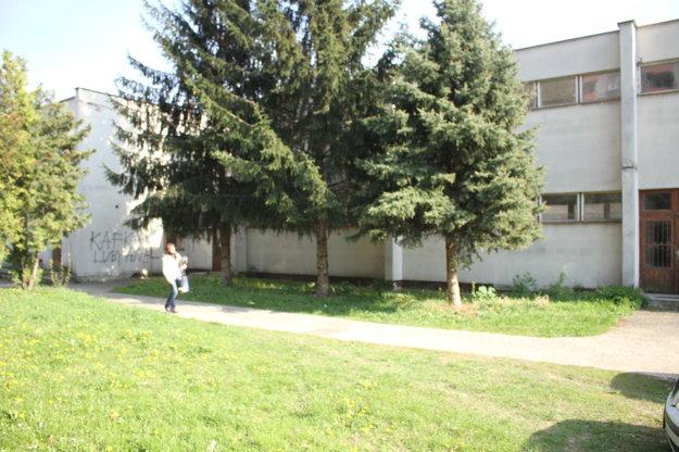 Budova je na Garbiarskej ulici.