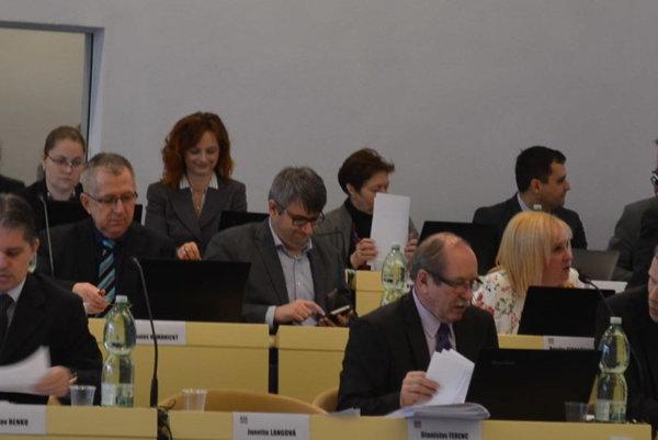 Prešovskí poslanci. Rokovanie o rozpočte odložili.