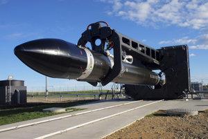 Raketa Electron odštartovala o 06.20 h SELČ po troch odkladoch pre nepriaznivé počasie.