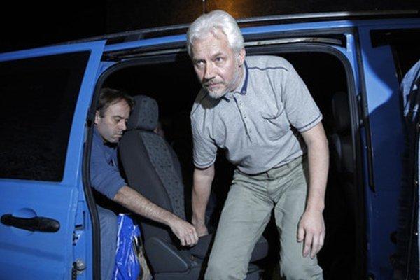 Separatisti v piatok prepustili štyroch z ôsmich pozorovateľov OBSE, ktorých zajali pred vyše mesiacom.