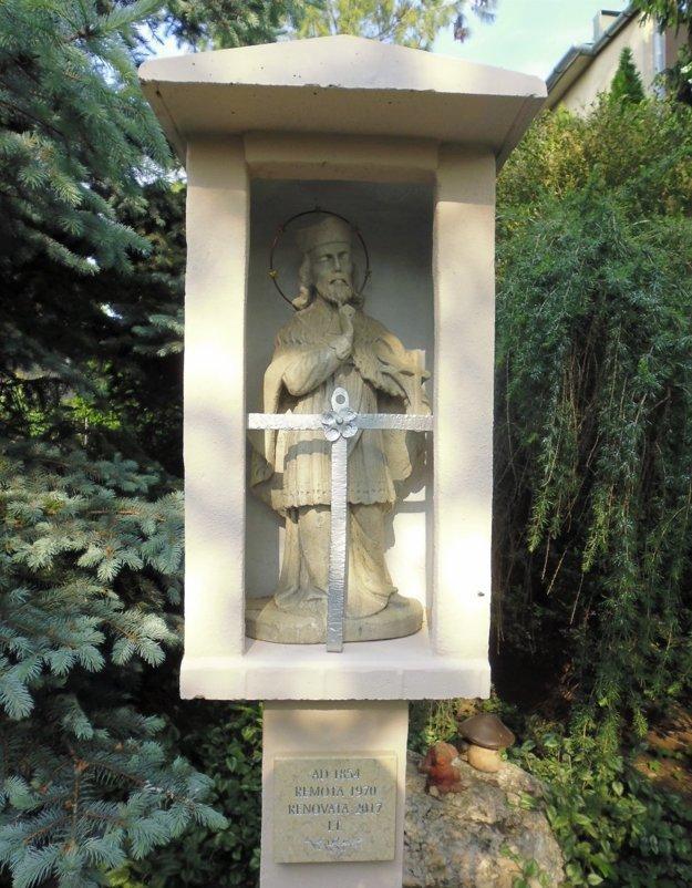 Zreštaurovaná soška sv. Jána Nepomuckého z polovice 19. storočia.