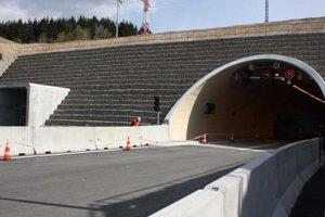 Počas dňa otvorených dverí majú návštevníci príležitosť spoznať aj jeden z dvoch nových diaľničných tunelov na tomto úseku D3 - tunel Svrčinovec.