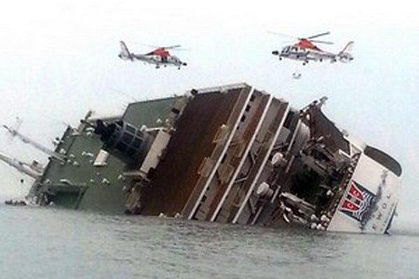 Potápajúci sa juhokórejský trajekt.