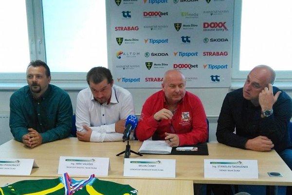 Účastníci tlačovej konferencie. Zľava: Andrej Podkonický, Imre Valášek, Milan Čanky a Stanislav Škorvánek.