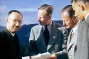 Vľavo Heinrich Himmler a vedľa neho Reinhard Heydrich v Hitlerovom horskom sídle Berghof.