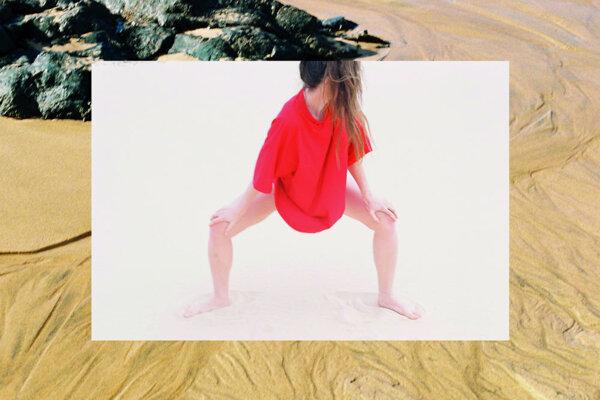 Drevená Helena hľadá rovnováhu medzi funkčnosťou, strohosťou a eleganciou. V utorok predvedie svoje modely vo fashion situácii.
