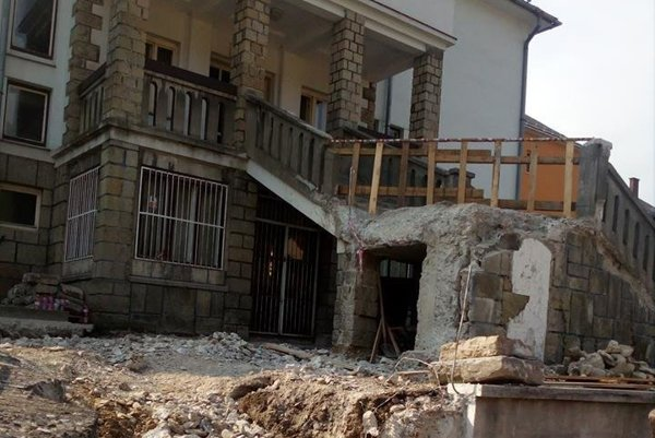 Všetky hodnotné časti schodiska, ako kamenný obklad, či kaplnka, sa podľa tvrdenia starostu rozobrali a uschovali na opätovné použitie na pôvodné miesto.