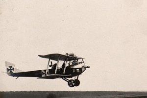 Dvojplošníky Hansa-Brandenburg C.I boli najrozšírenejším typom vojenského lietadla Rakúsko-Uhorska. V týchto lietadlách si svoju službu plnil i nadporučík Wowy.