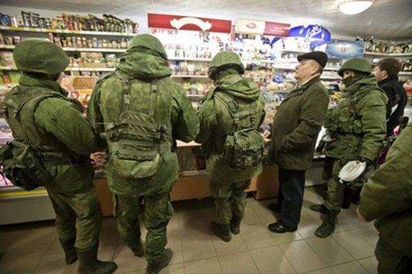 Ruskí vojaci v obchode.