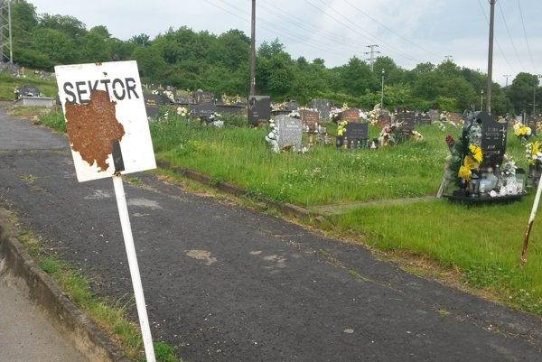 Zanedbaná časť cintorína.
