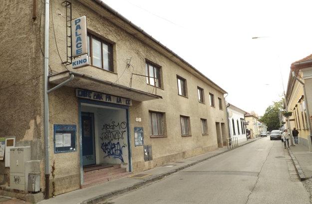 Bývalé kino Palace na Radlinského ulici je už roky prázdne.