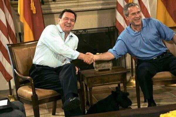 Gerhard Schröder s Georgom W. Bushom.