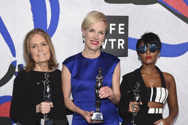 Víťazky ceny výboru riaditeľov Gloria Steinem, Cecile Richards a Janelle Monae
