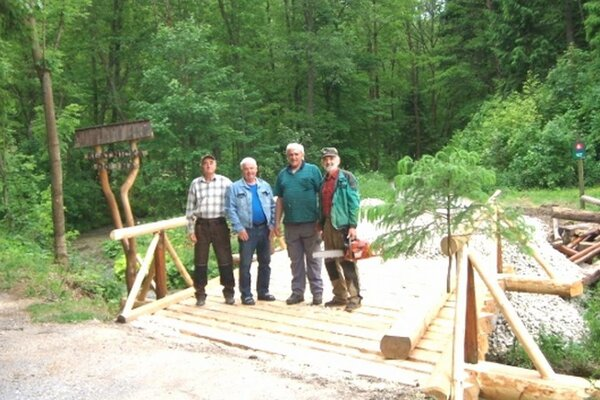 Blatničania nechcú parkovné iba tak, o okolie svojej obce sa starajú. Urbárnici napríklad opravili most pred vstupom do Blatnickej doliny.