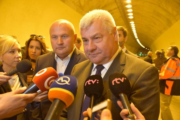 Arpád Érsek, minister dopravy a výstavby SR odpovedá na otázky novinárov.