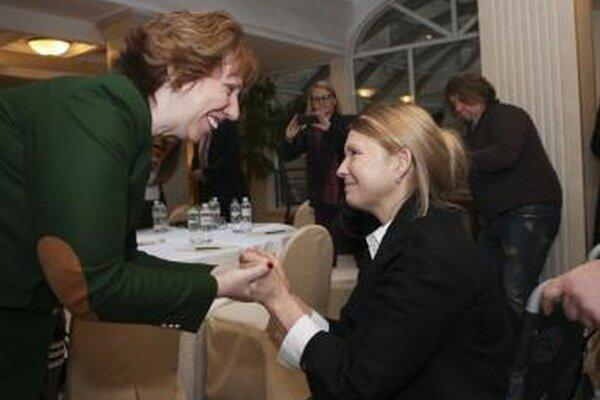 Ukrajinská expremiérka Julia Tymošenková a šéfka európskej zahraničnej politiky Catherine Ashtonová.