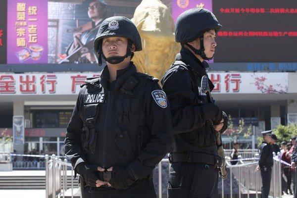 Ujguri už neútočia len na policajtov v Sinťiangu. V Kchunmingu zabíjali nožami civilistov.