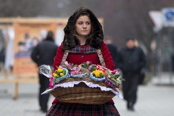Predavačka kvetov v metropole Simferopoľ na Kryme.