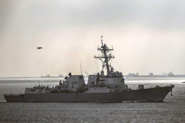 Americký torpédoborec USS Truxtun.