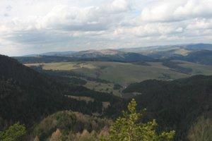 Pohľady smerom k Levočským vrchom.
