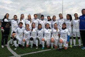 Kolektív žien FK Poprad si vtejto sezóne vytvoril výborné meno vženskej konkurencii druhej ligy Východ.