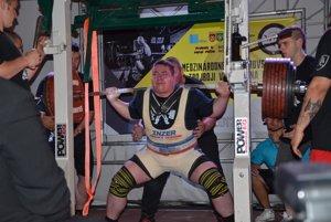 Hodnotnými výkonmi sa prezentoval aj P. Sakala. Vdrepe vytvoril nový slovenský rekord, ktorého hodnota je 420 kg.
