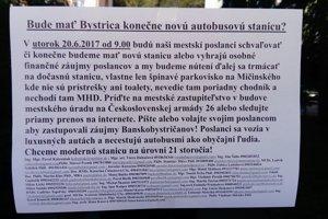 Letáky s týmto znením Bystricu doslova zaplavili.